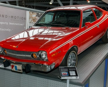AMC_Hornet_(The_Man_with_the_Golden_Gun)_front-left_National_Motor_Museum,_Beaulieu