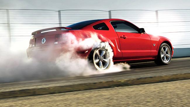 Mustang GT350 burnout.